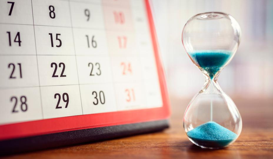 sablier en verre transparent et sable bleu + calendrier