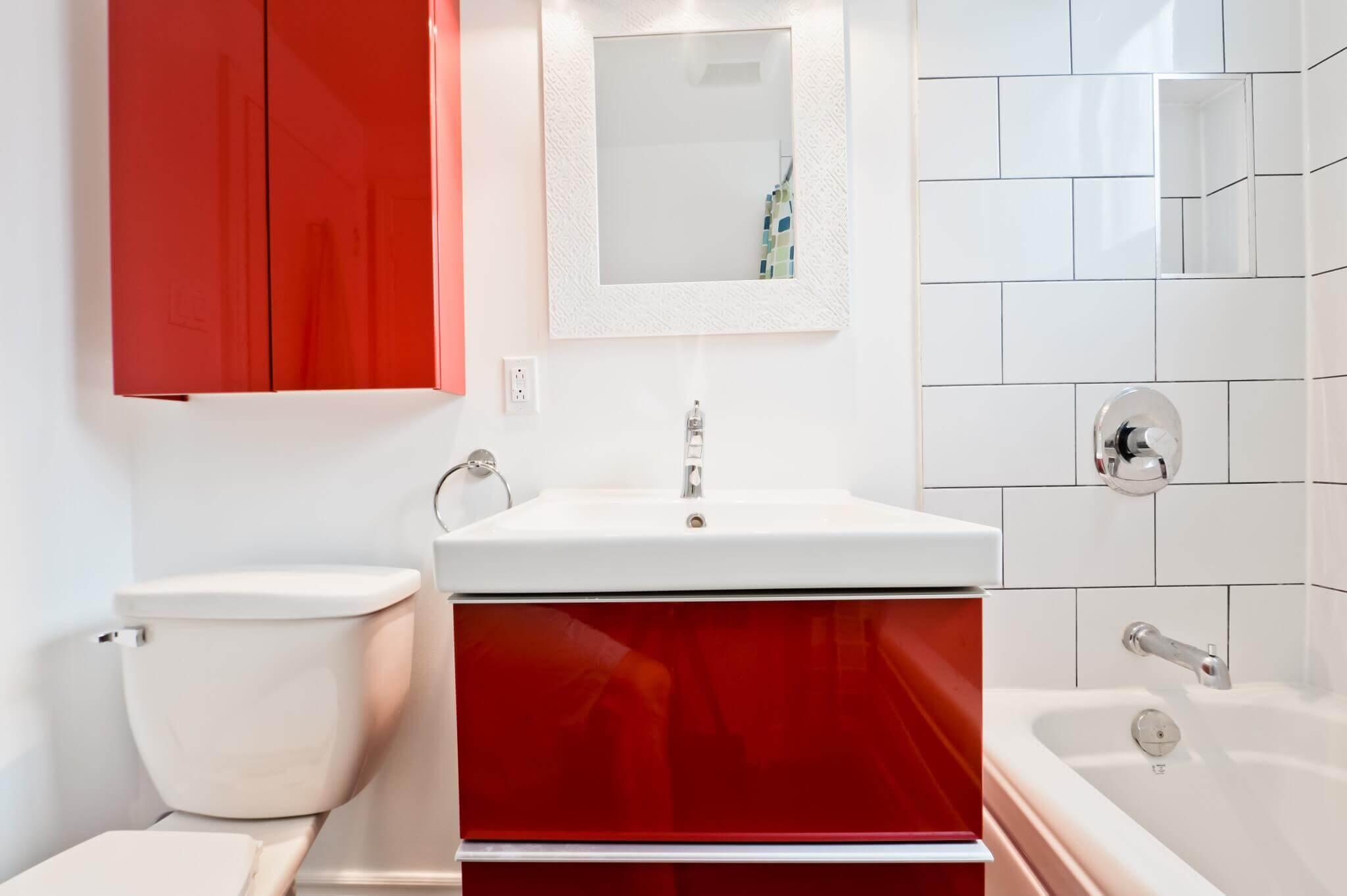 vanite rouge salle de bain