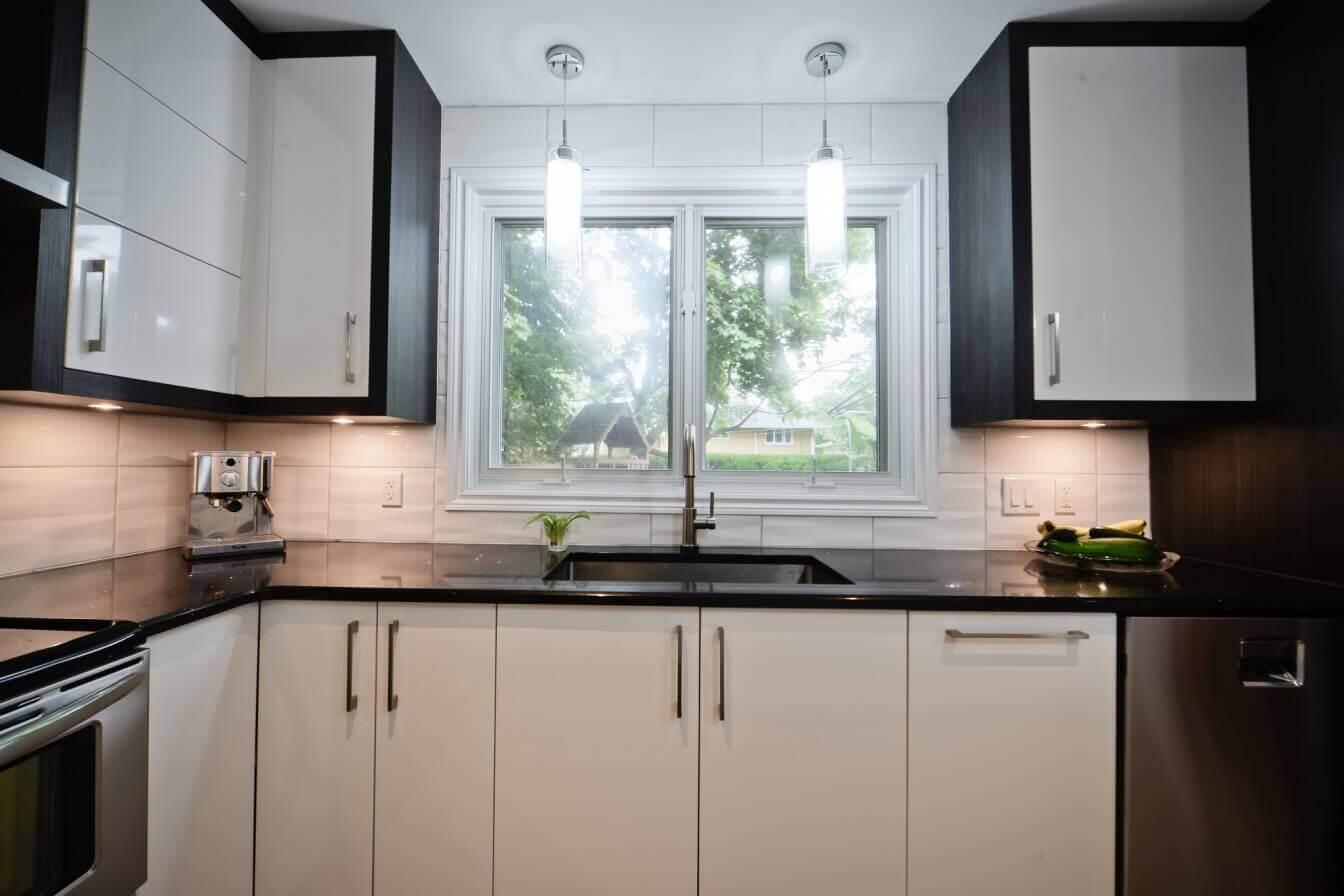 armoires de cuisine avec comptoir noir