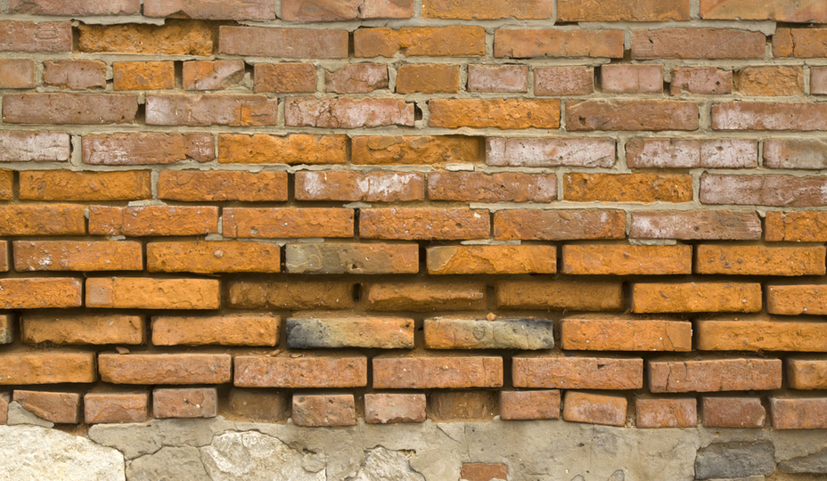 mur de brique endommagé