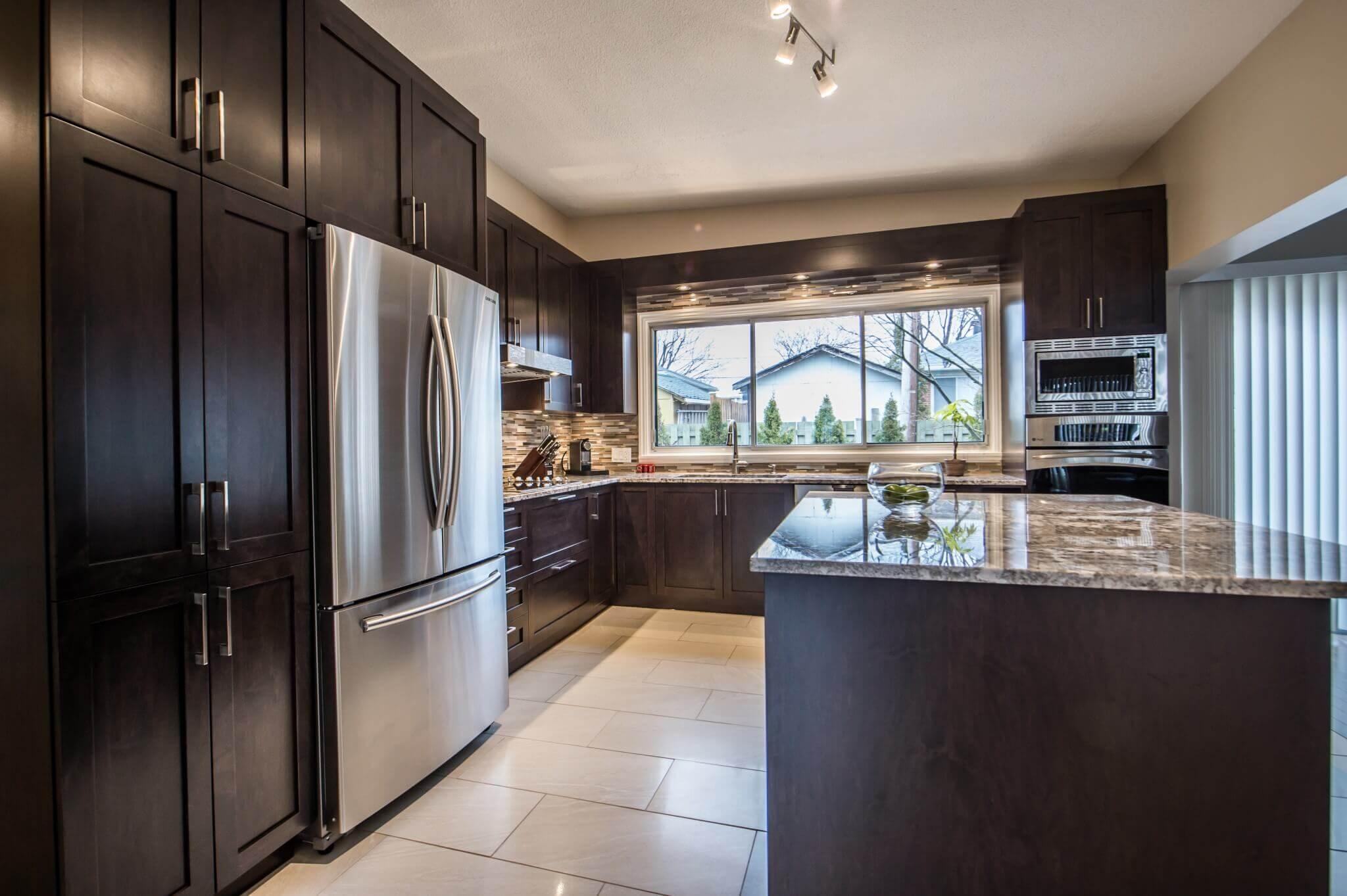 cuisine de grand format armoires brunes