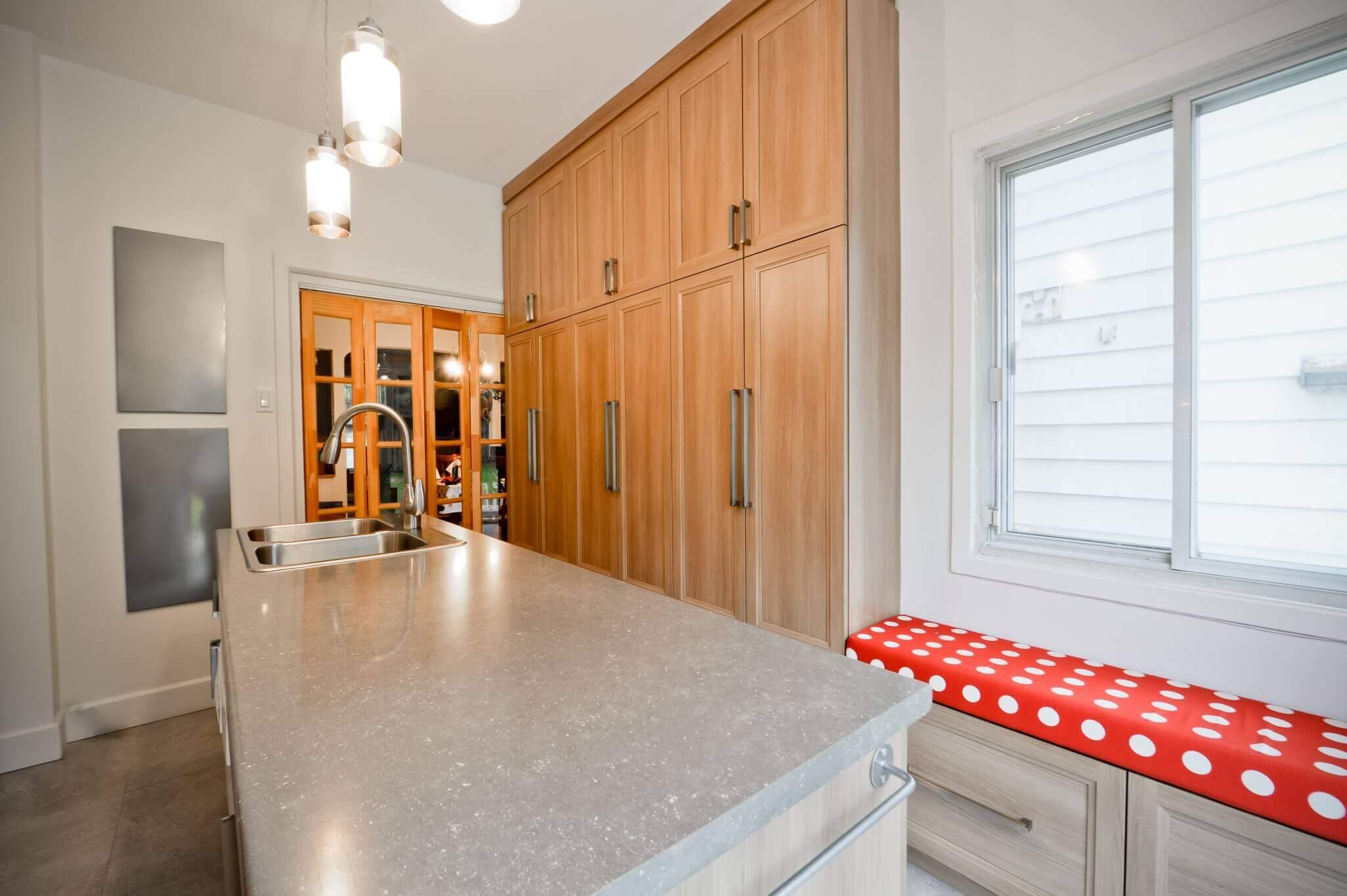 rangements et armoires de bois cuisine