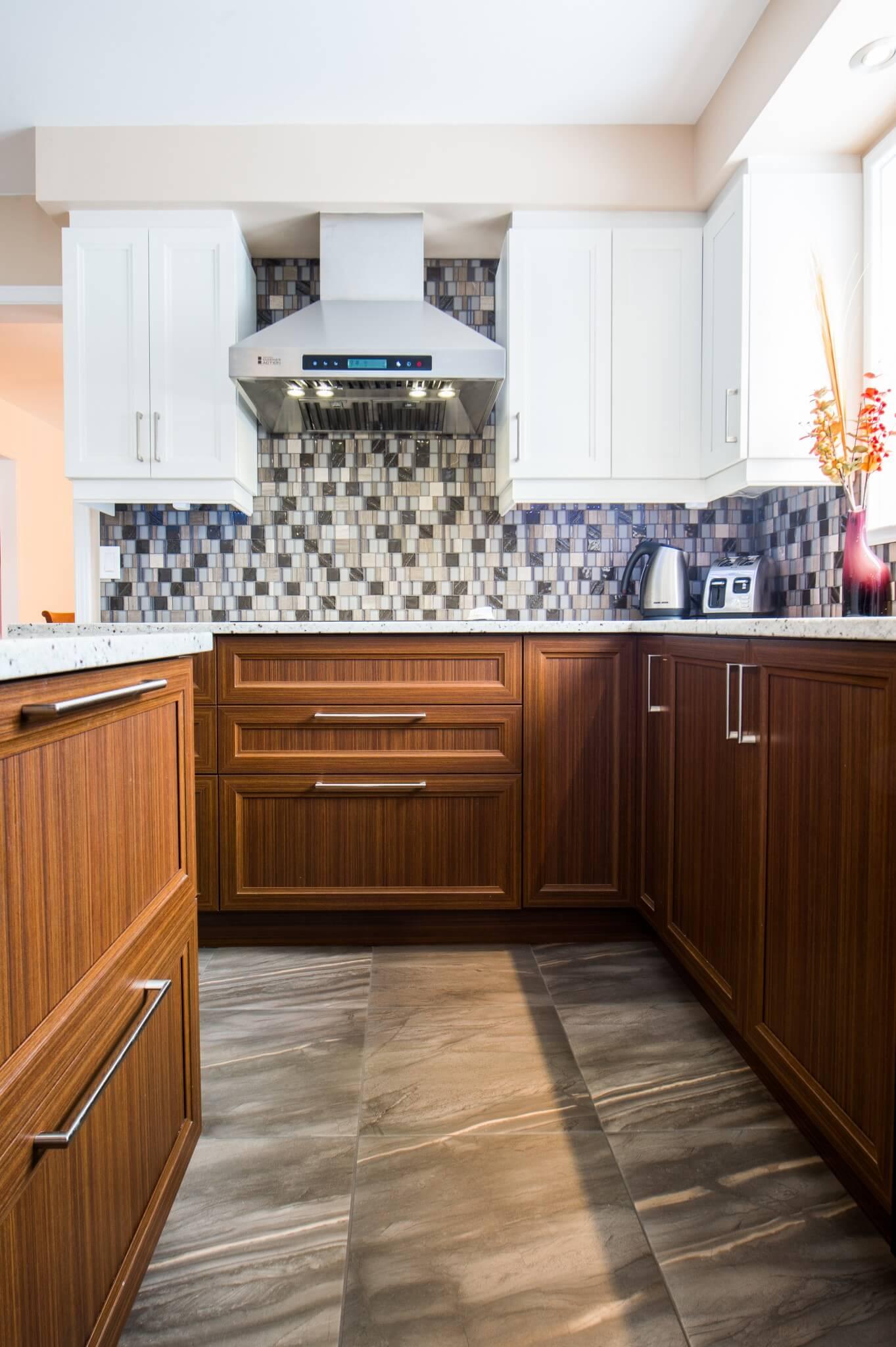 cuisine contemporaine avec armoires de bois
