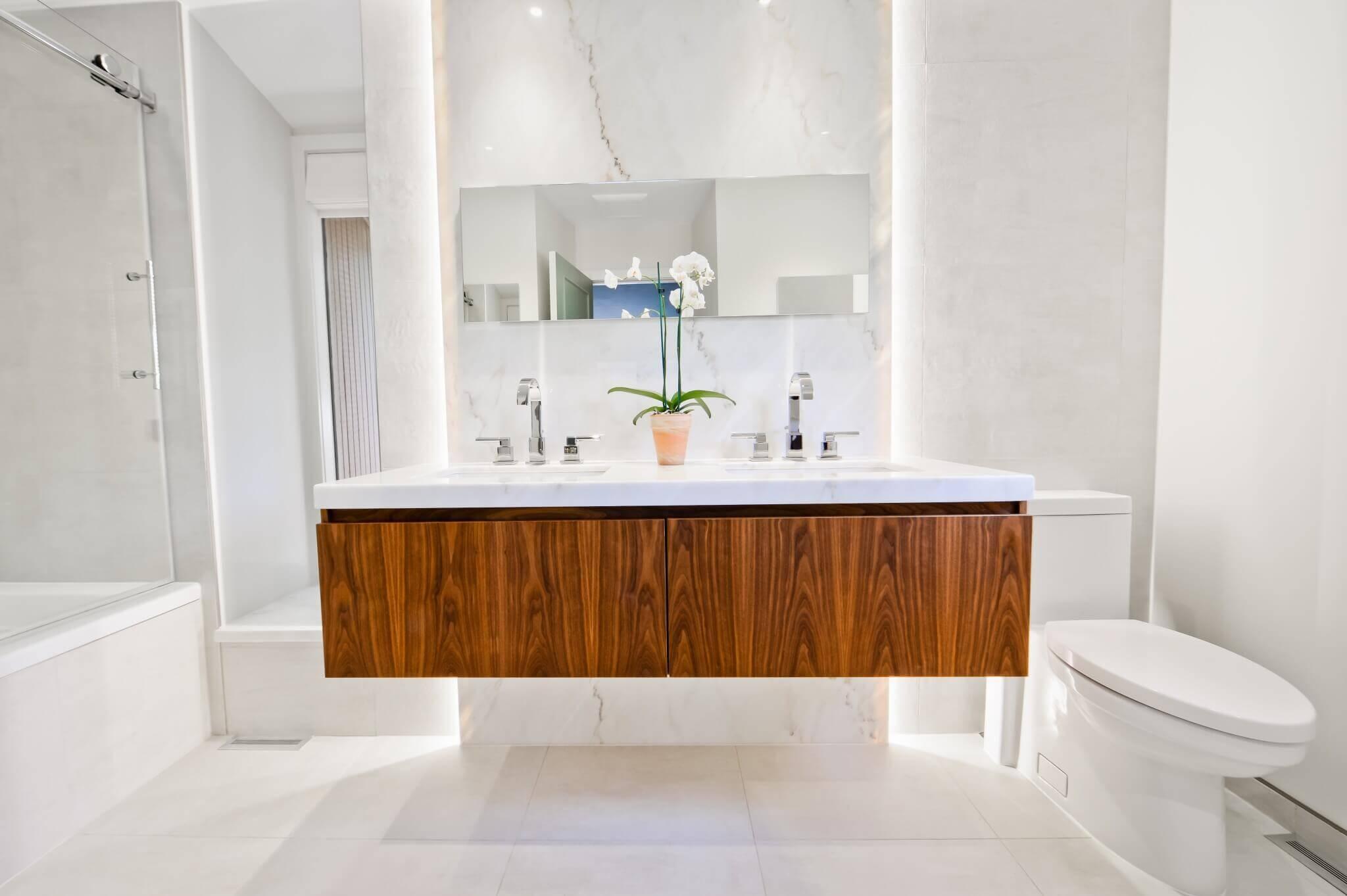 belle vanité de salle de bain
