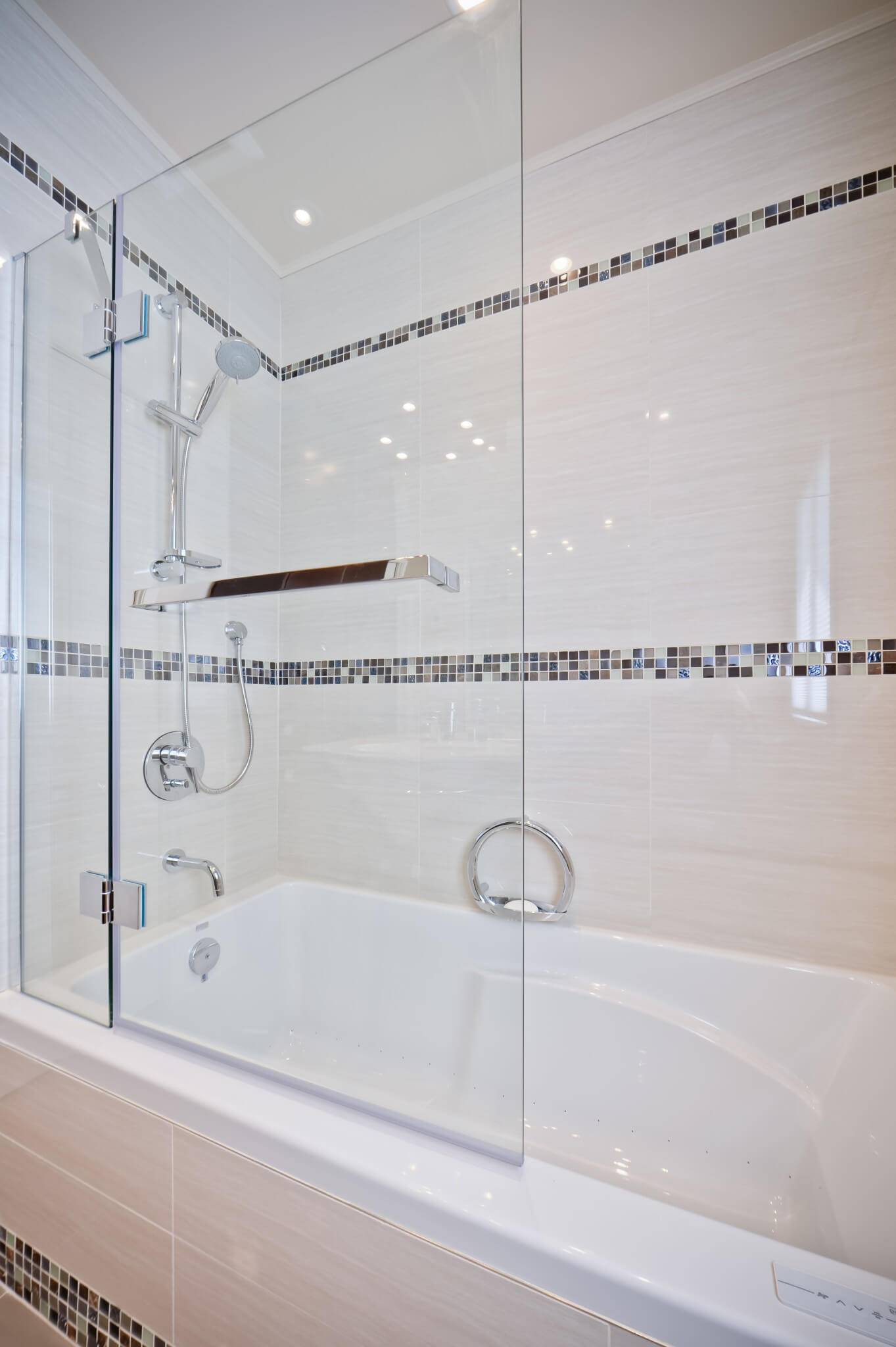 salle de bain avec bain