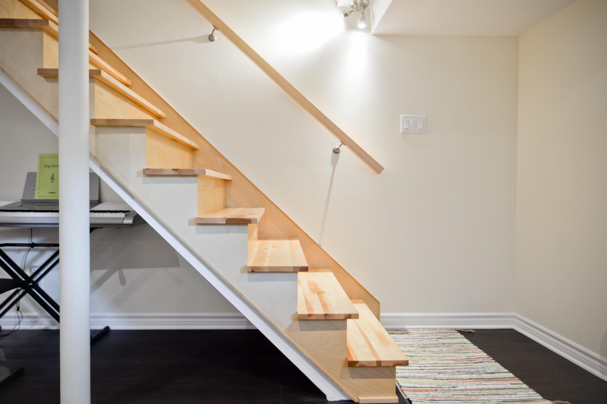 escalier de bois sous-sol
