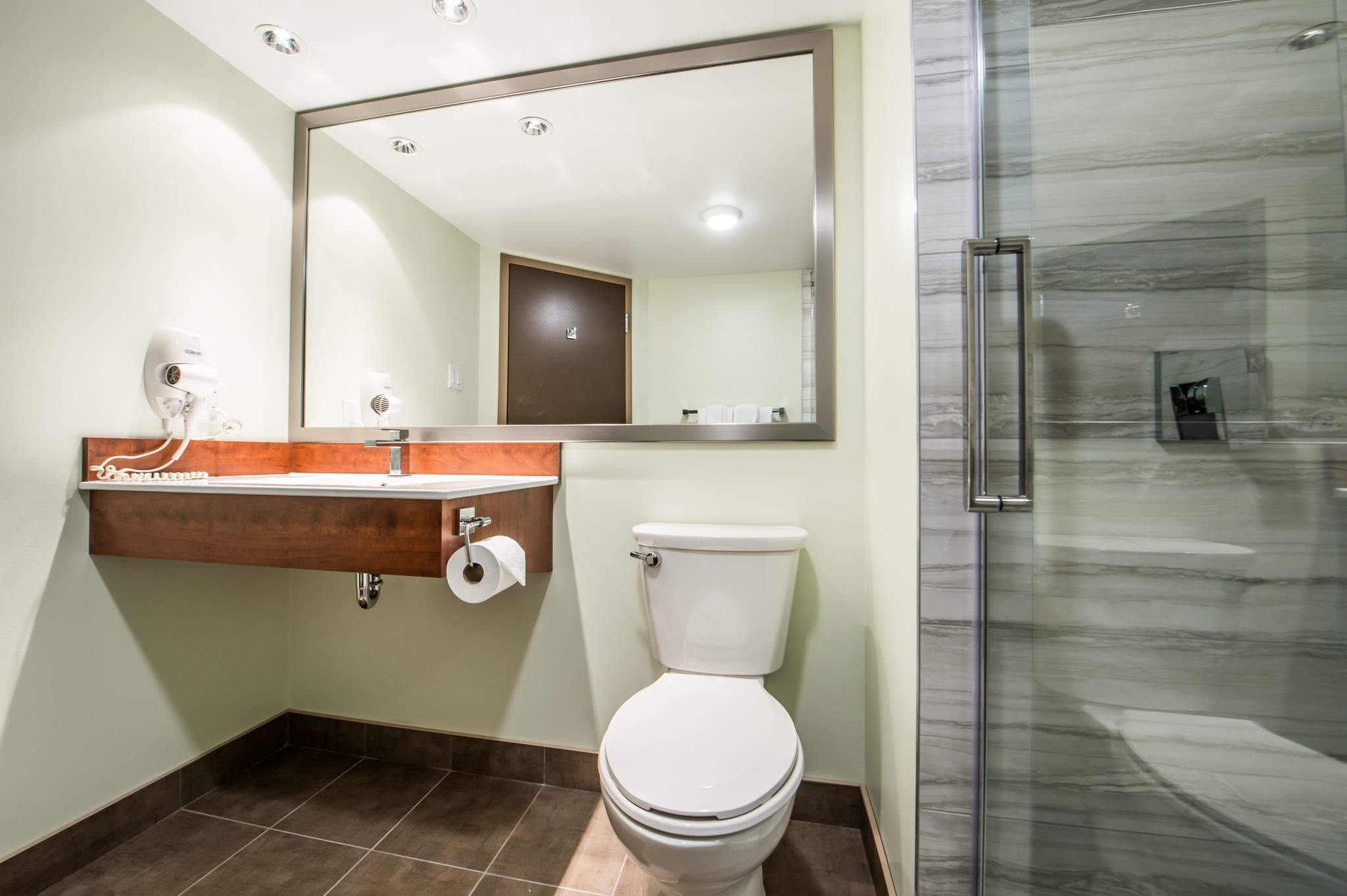 entrepreneur renovation hotel