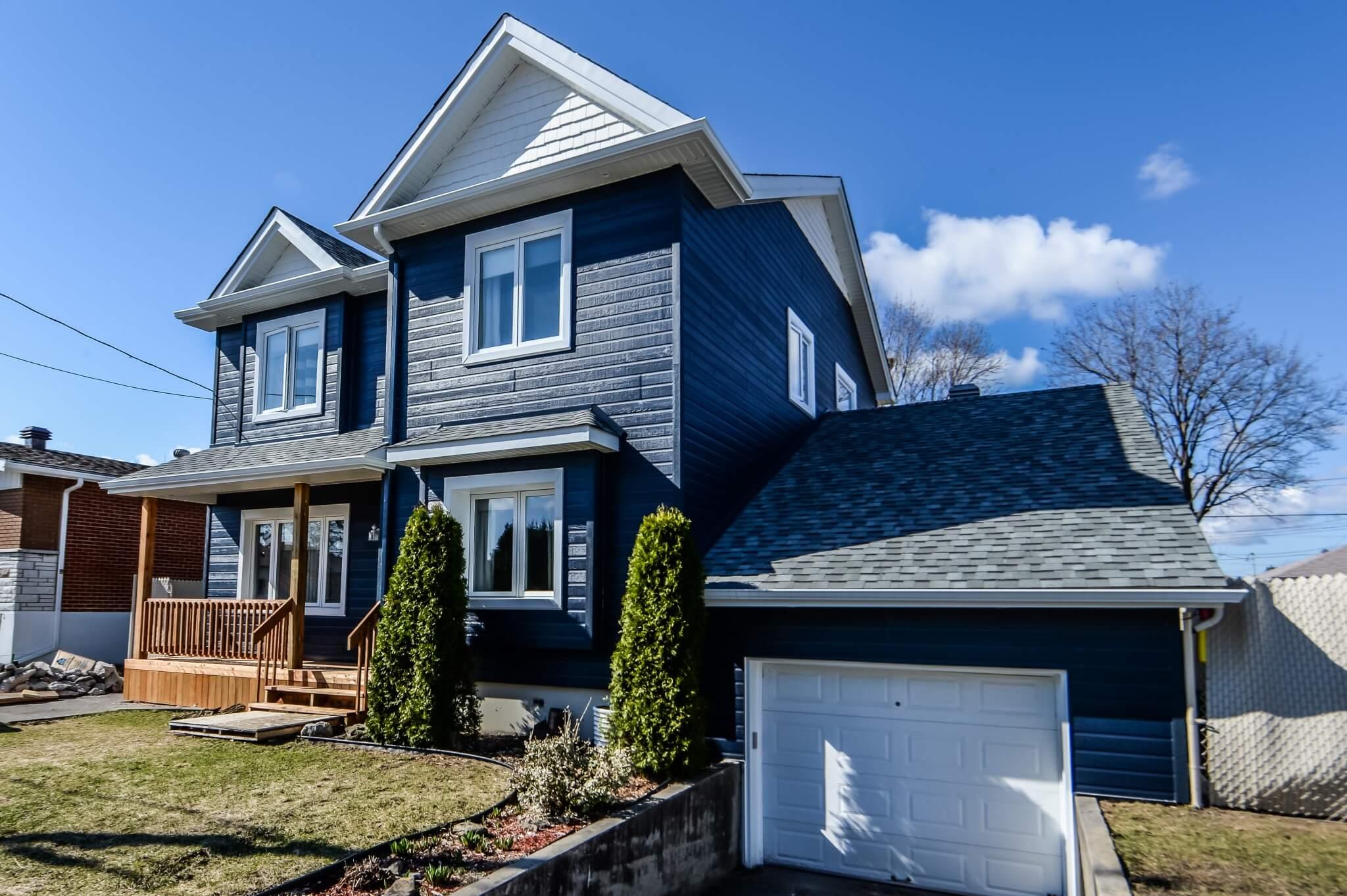 maison bleue apres agrandissement de maison
