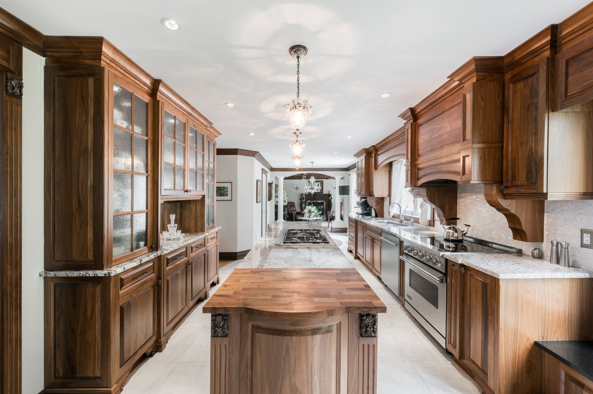 wooden classic kitchen design with granit countertops