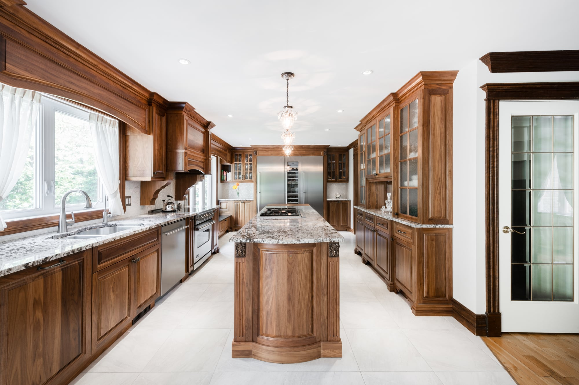 wooden classic kitchen renovation with a big island and granit countertops