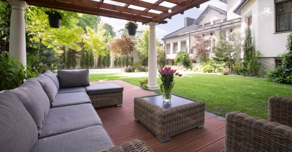 Finding the Right Deck Builder in Toronto and Montreal