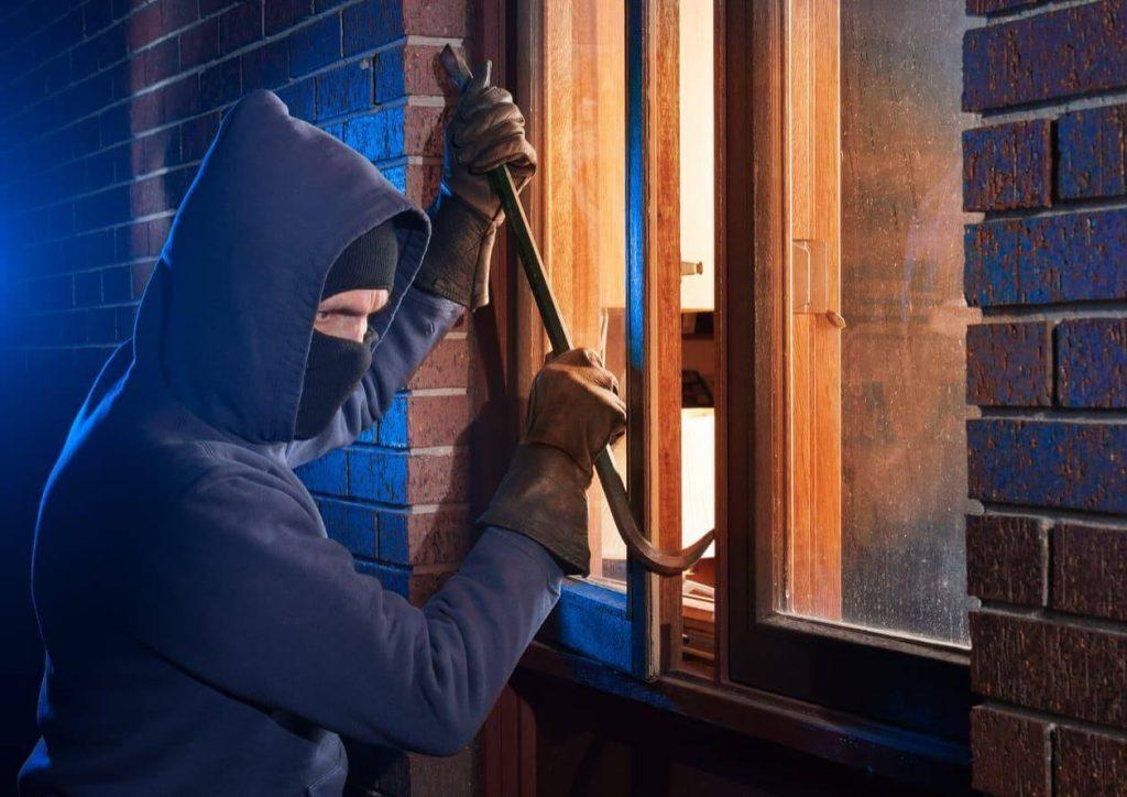 5 trucs pour protéger votre maison pendant une absence prolongée