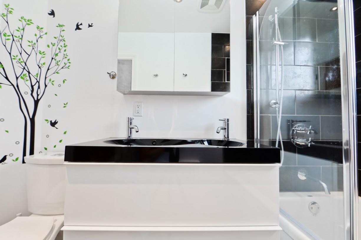 unique bath in bathroom