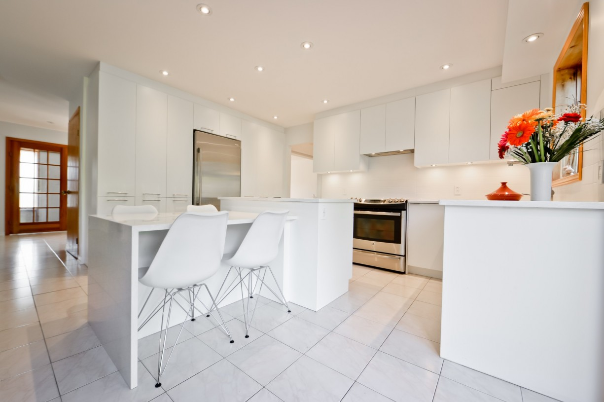 design of a white kitchen