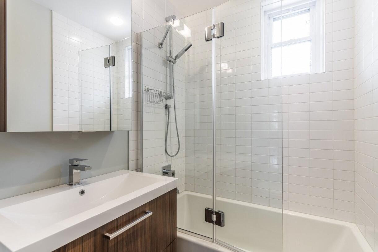 contemporary bathroom idea