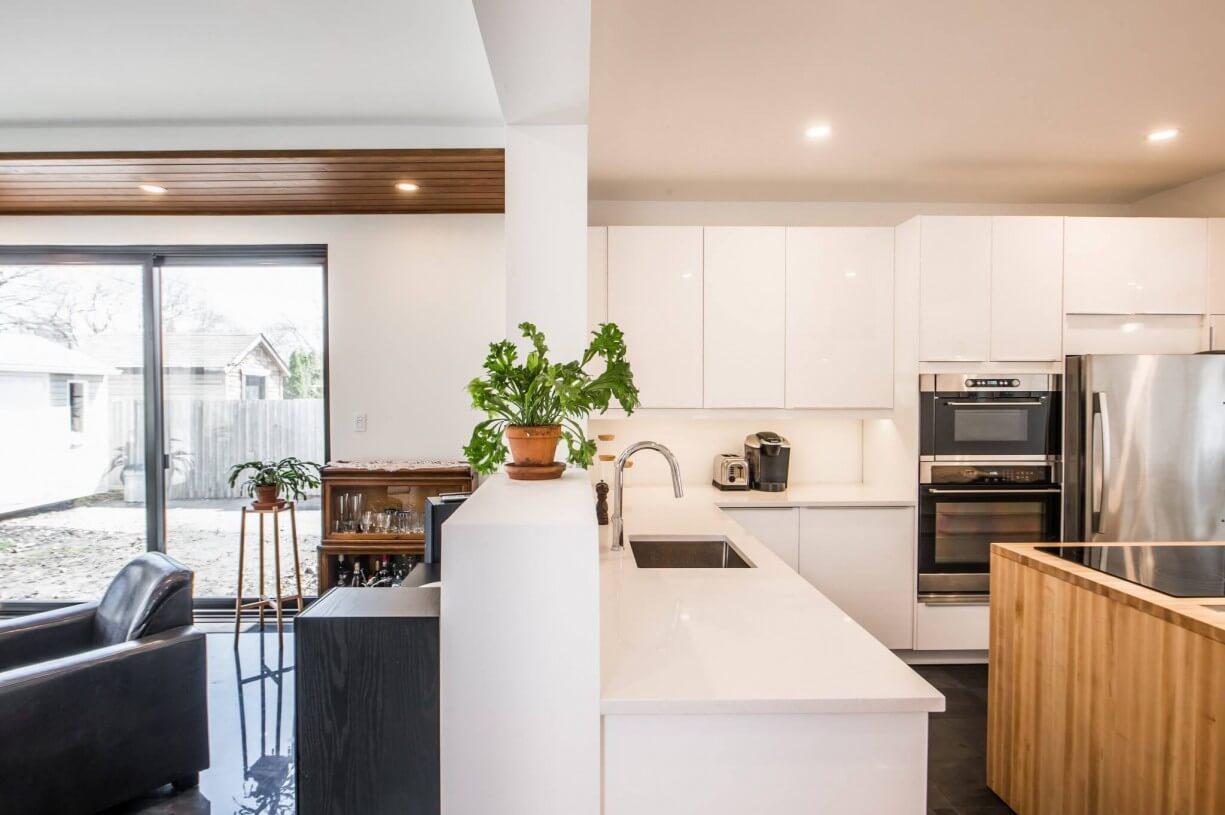 4 seasons solarium and kitchen