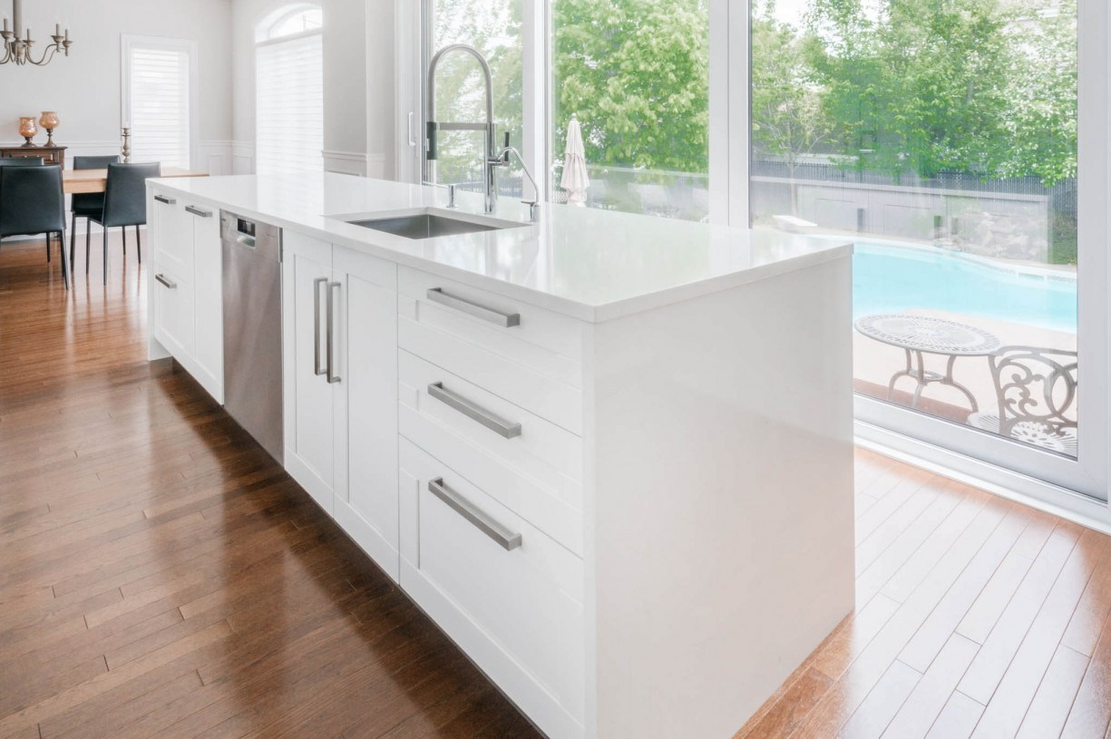 white kitchen isle