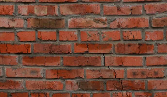 Brick wall with vertical corner cracks (masonry problem)
