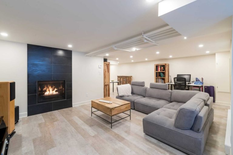 Voyer | Basement with Bathroom and Laundry Room