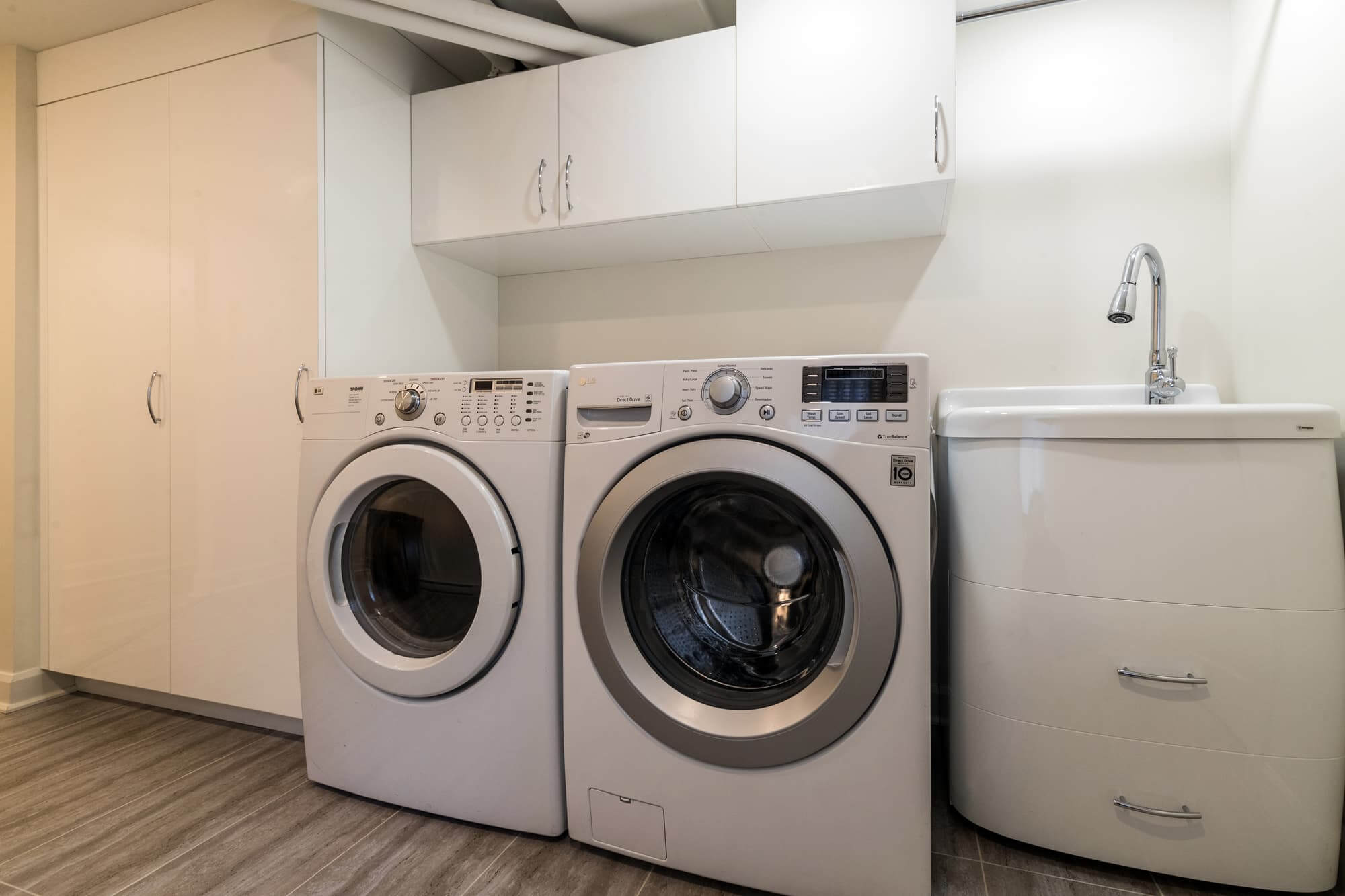 Laundry room ideas in a basement with washer and dryer