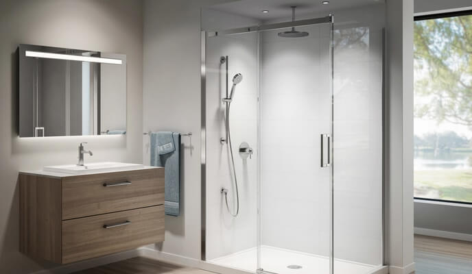 Salle de bains avec vanité en bois, douche et robineterie de douche thermostatique Kalia