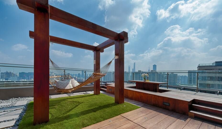 terrasse sur le toit avec pergola et hammac