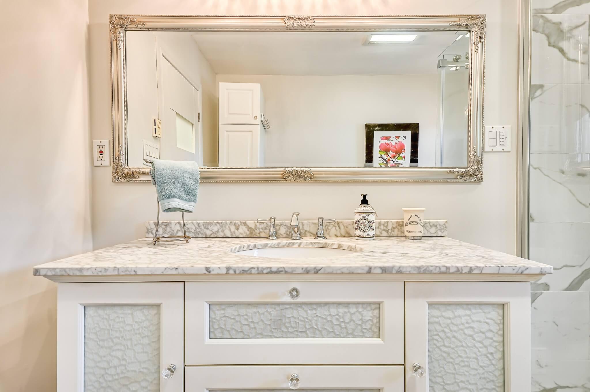 classic_vanity_bathroom