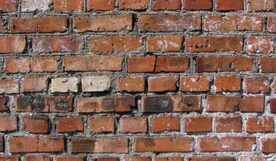mur de brique présentant un problème de ventre de boeuf