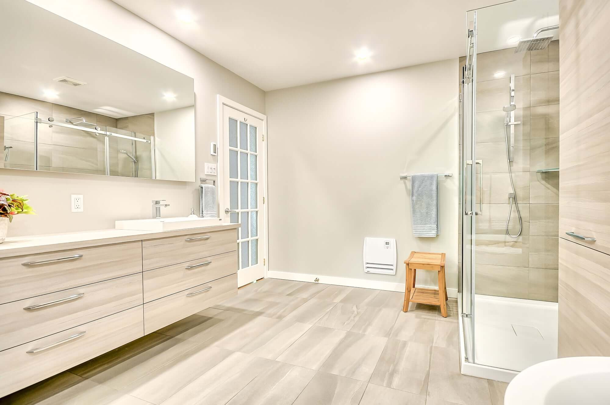 salle de bain rénovée dans les tons de beige
