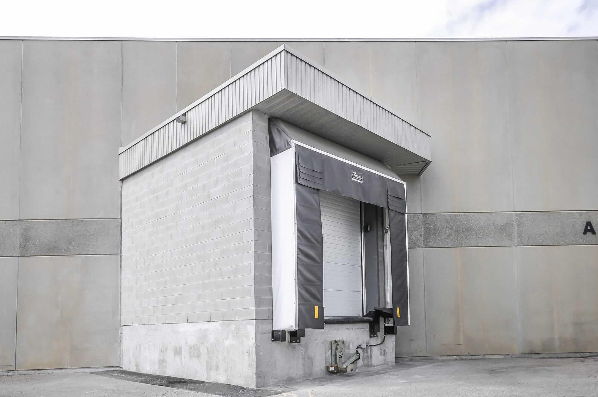 loading bay in concrete - Canpar