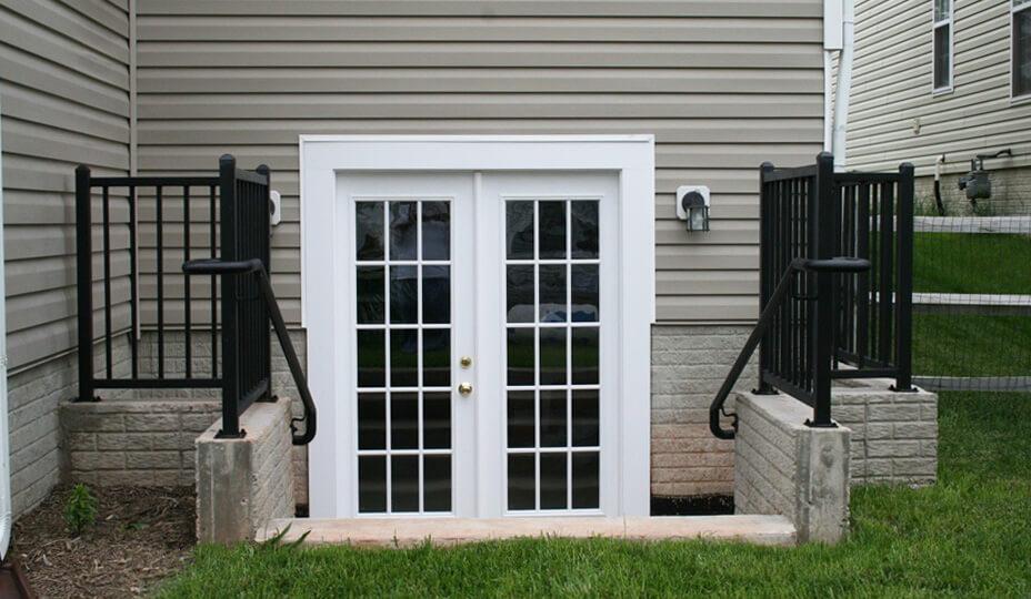 transformer sous-sol en appartement avec porte d'accès