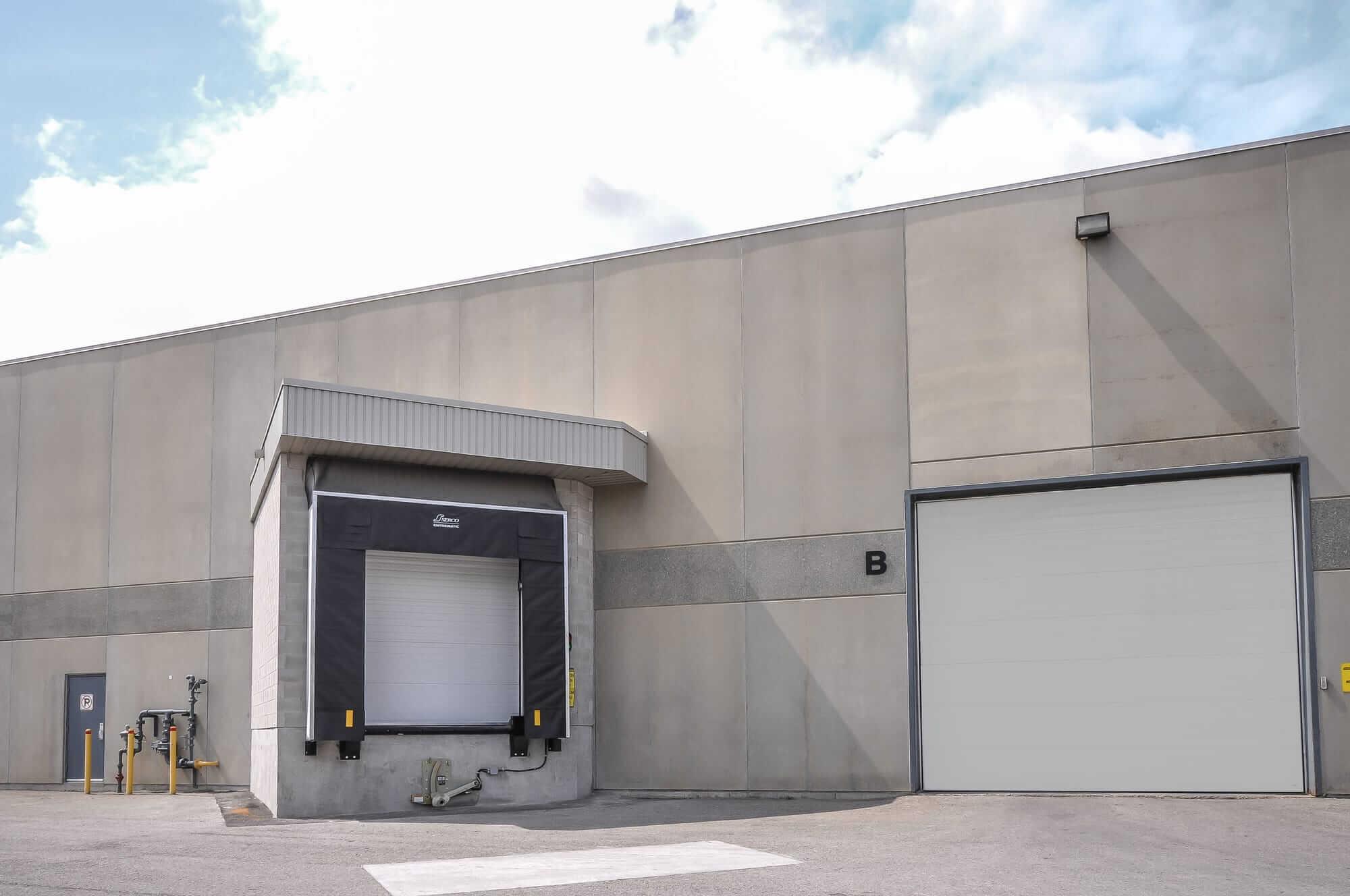 portes de quai de chargement nouvellement construits - Canpar