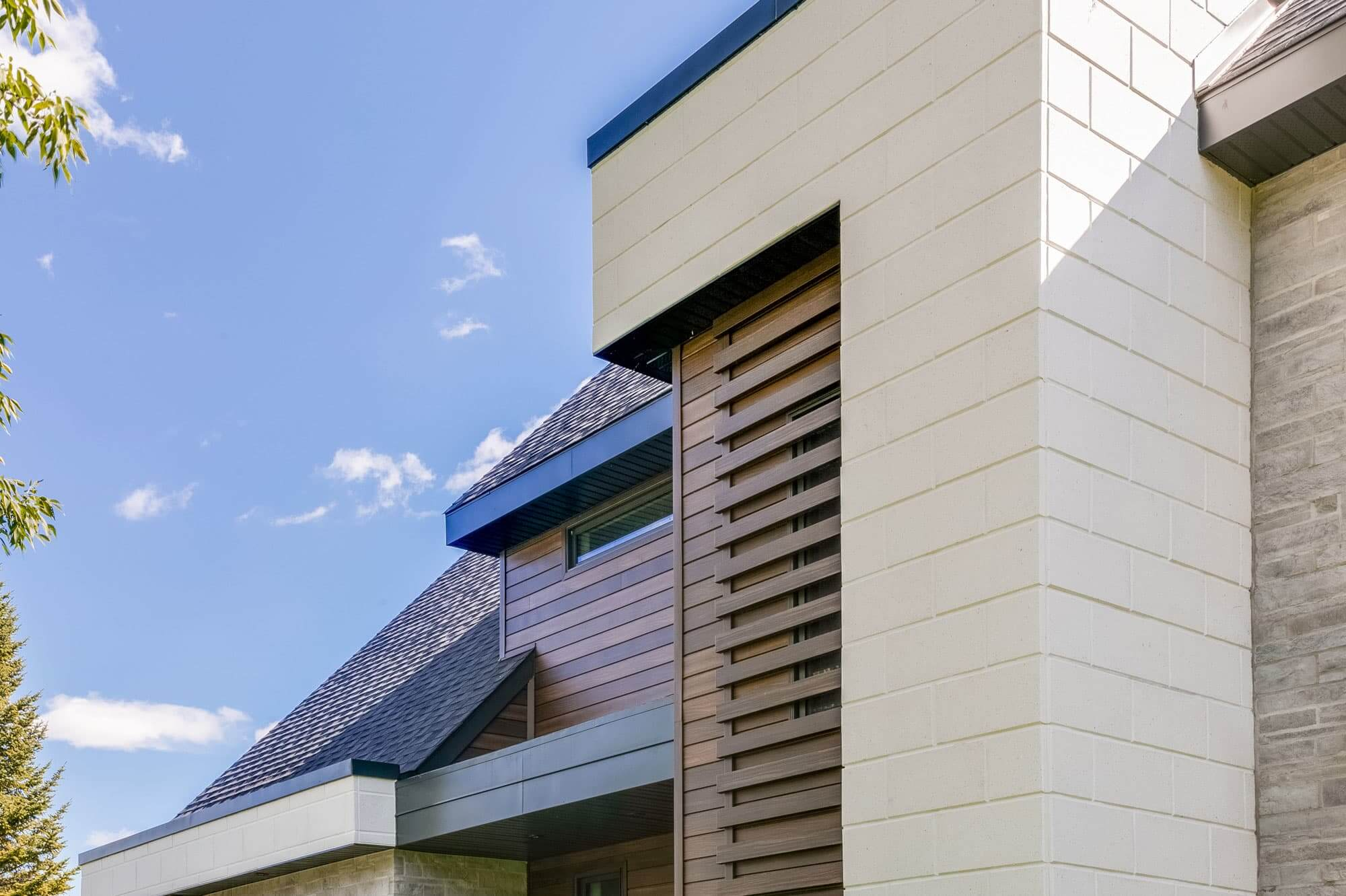 architecture maison moderne avec pierre blanche et bois
