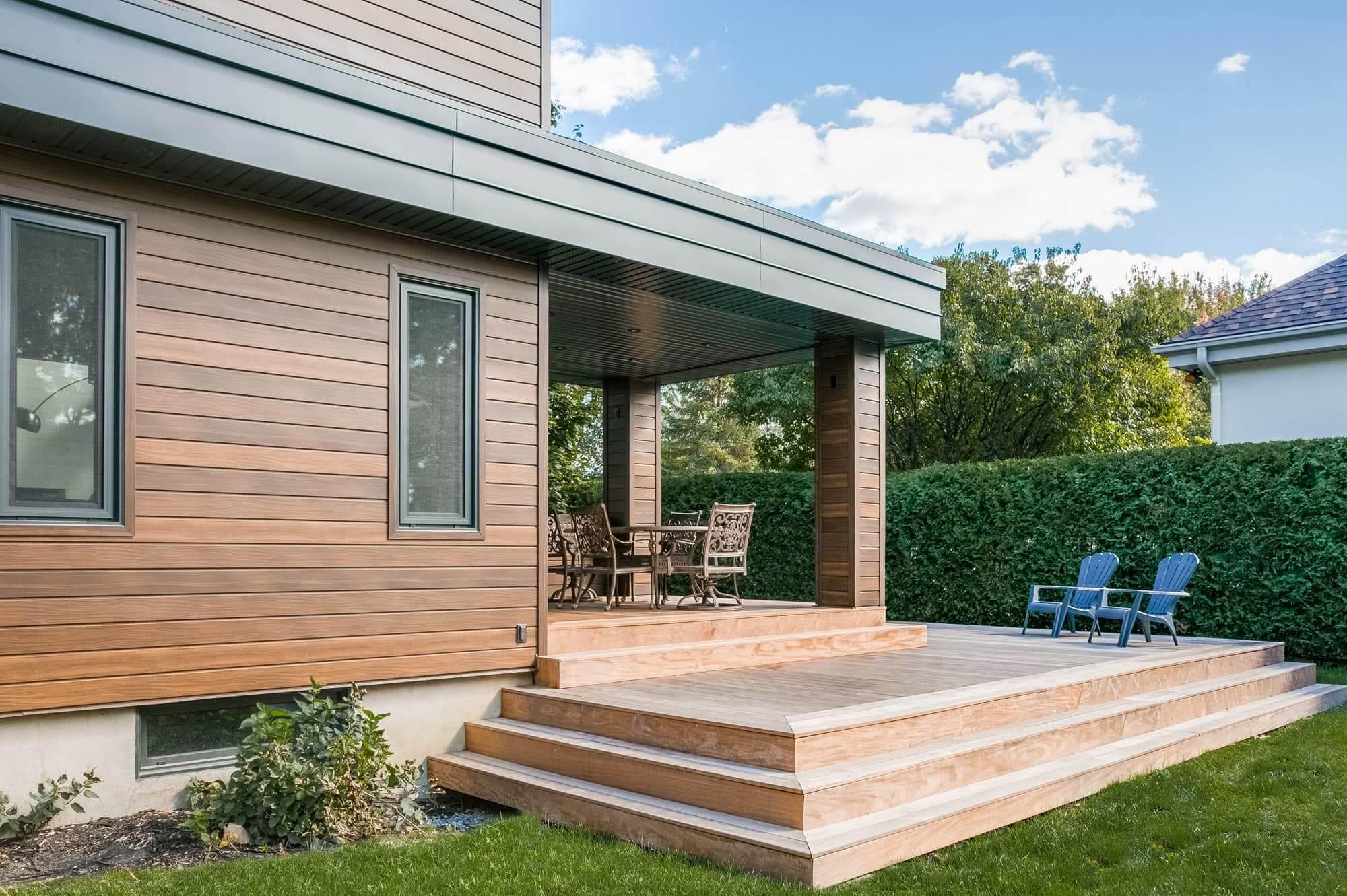 terrasse en bois moderne avec toit