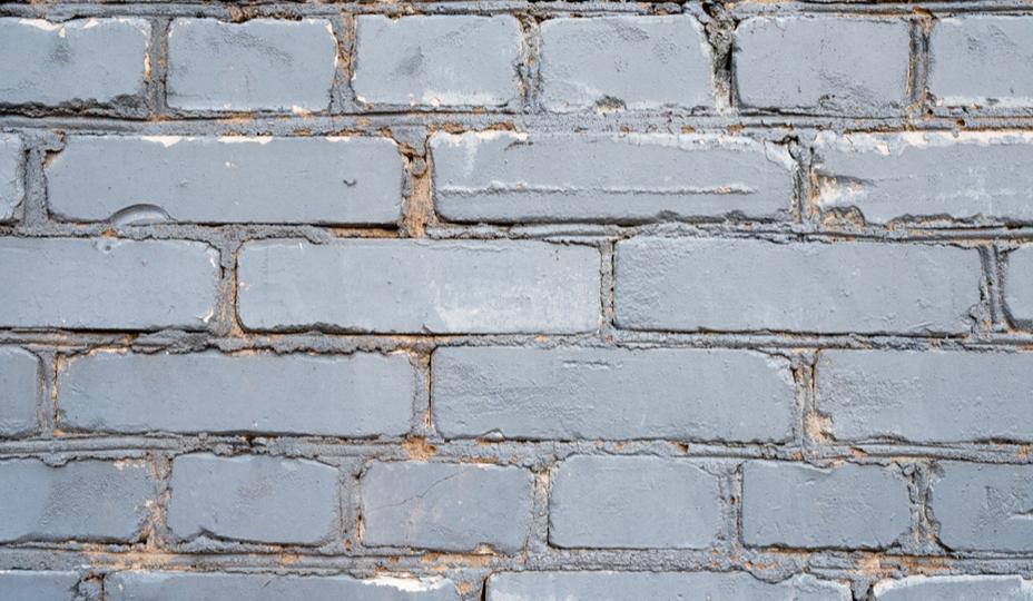 briques grises peintes