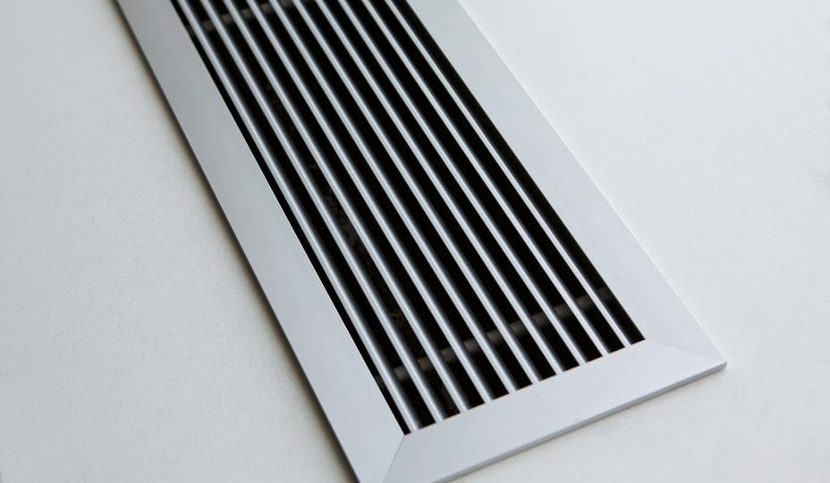 grille de ventilation de plancher en métal argent