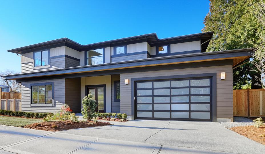 porte de garage  en aluminium noir avec vitres - maison moderne