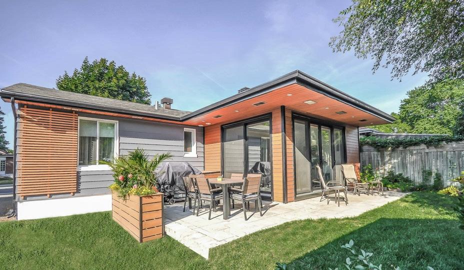 2 portes patio en aluminium brun foncé sur agrandissement maison vers l'arrière
