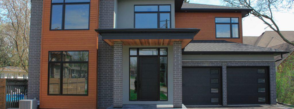 Quel est le prix d'une porte d'entrée, d'une porte de garage et d'une porte patio en 2021?