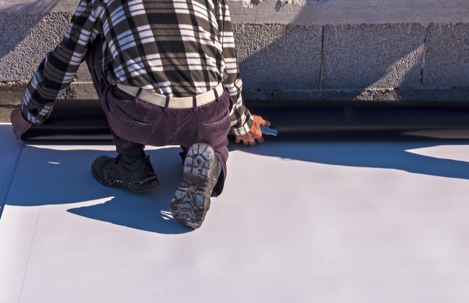roofer installing a tpo membrane