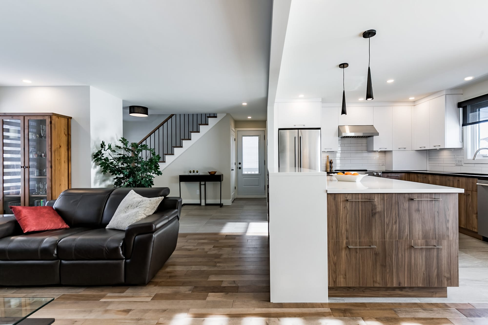 Salon Et Cuisine Aire Ouverte transformation complète d'un rez-de-chaussée | projet chicoine