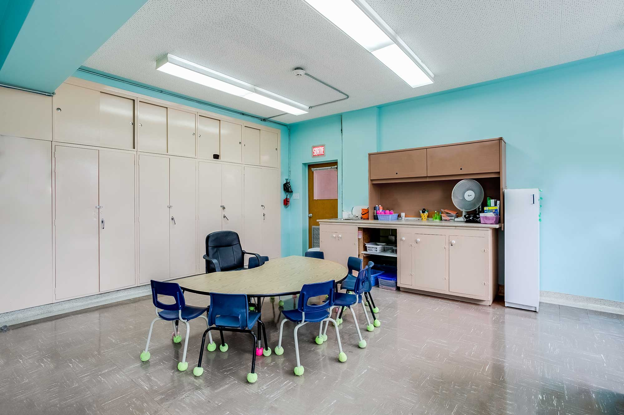 daycare design with table and chairs
