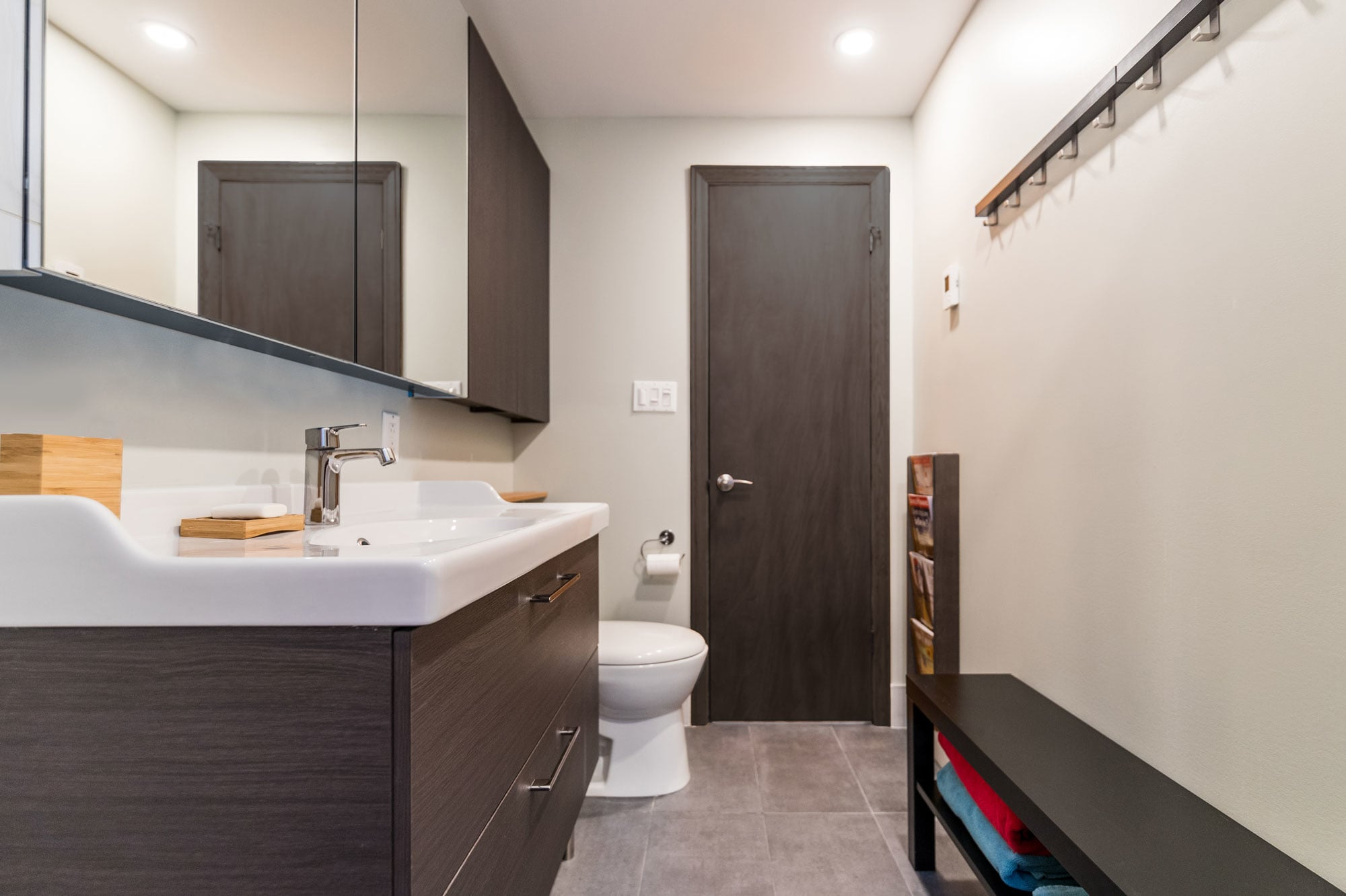 design d'une petite salle de bain moderne