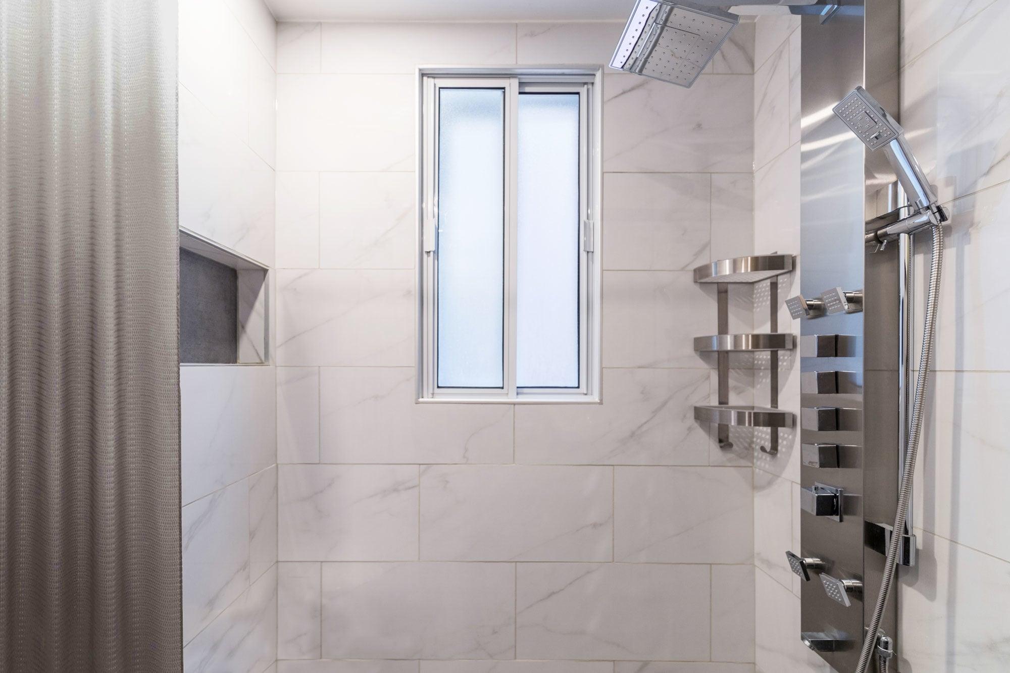 douche en céramique imitation marbre