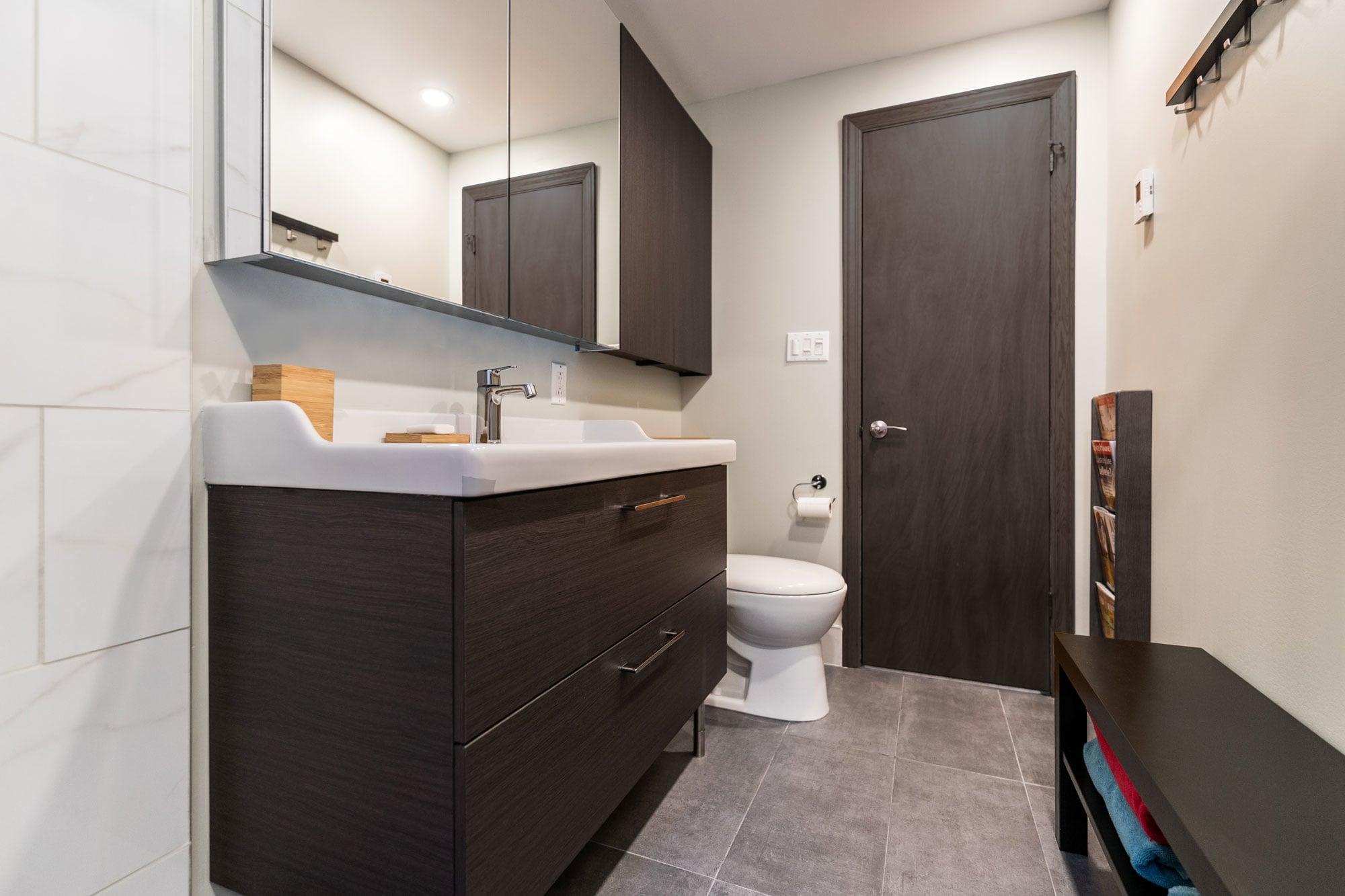 rénovation d'une petite salle de bain moderne