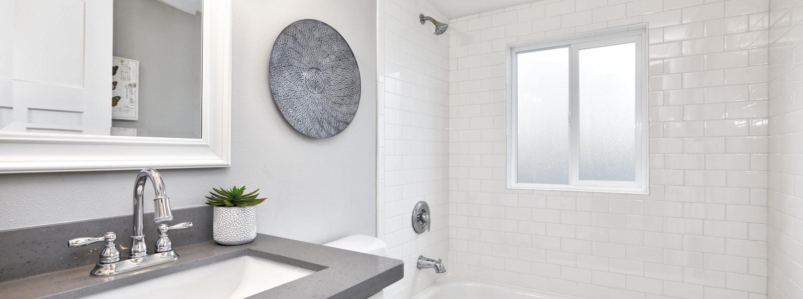 10 Trucs pour économiser sur sa rénovation de salle de bain