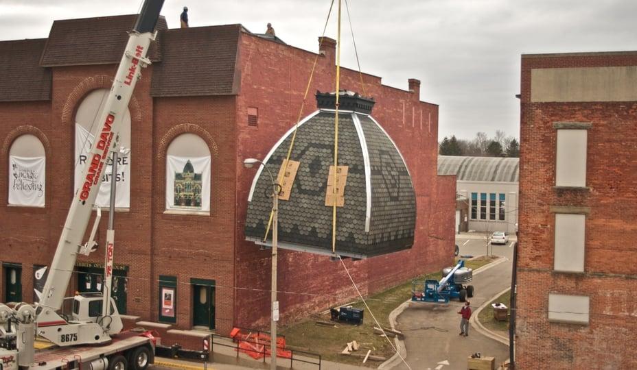 soulèvement du toit d'un bâtiment