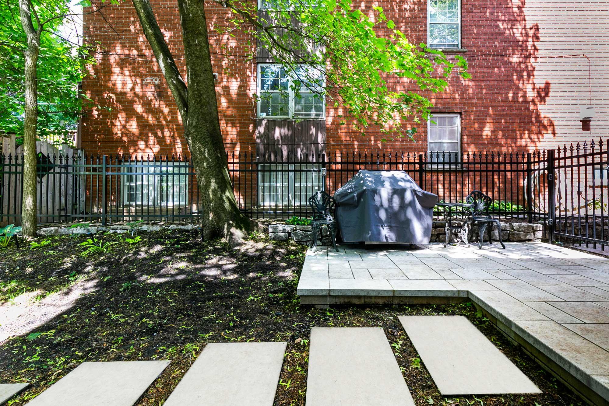 terrasse exterieur avec dalles de béton