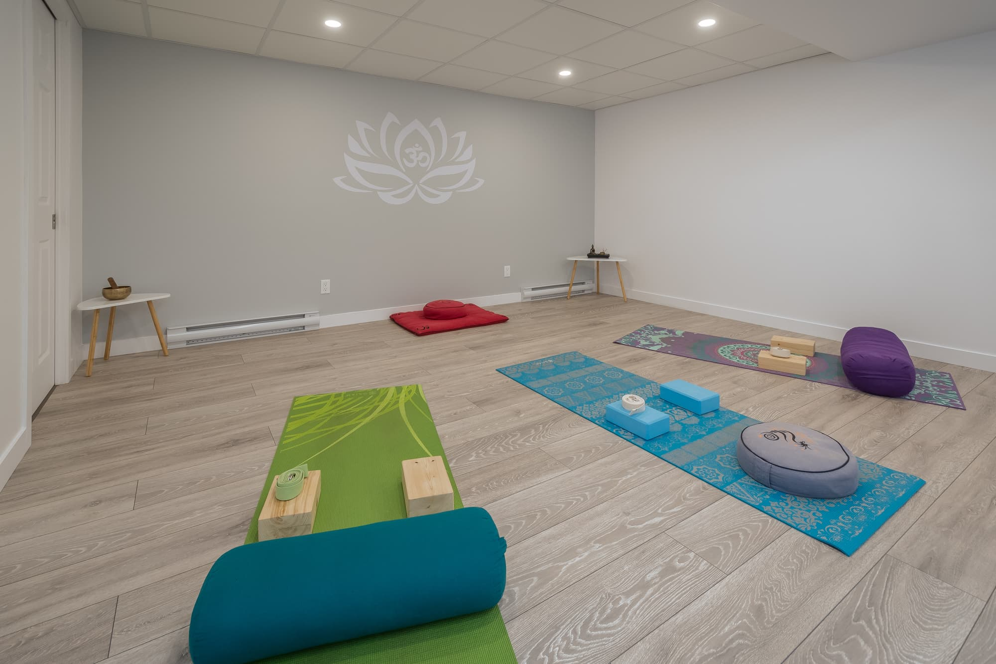 aménagement de sous-sol avec studio de yoga