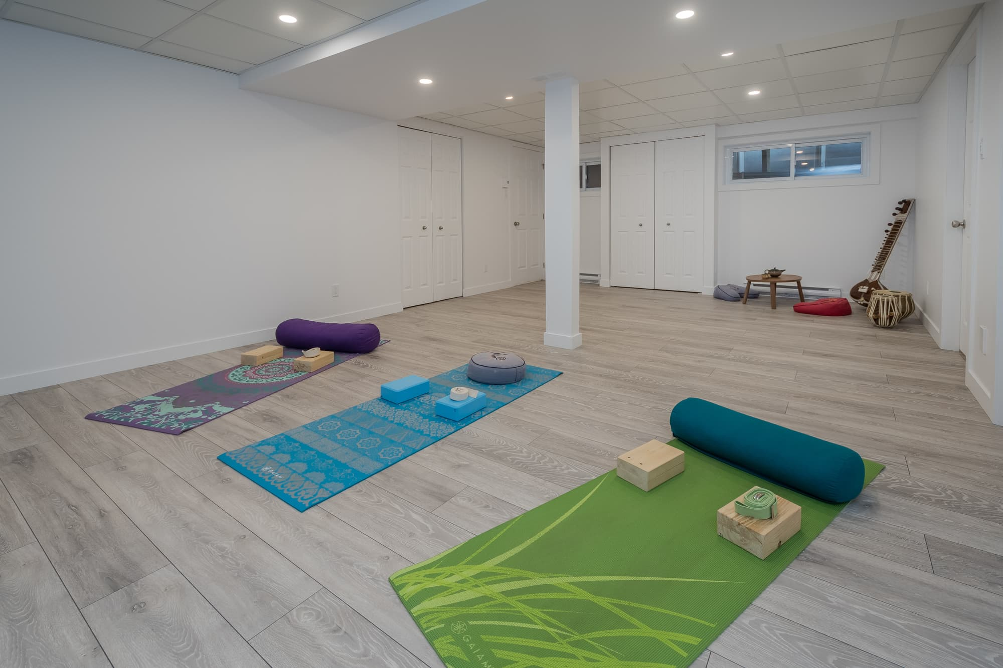 rénovation de sous-sol avec studio de yoga à domicile